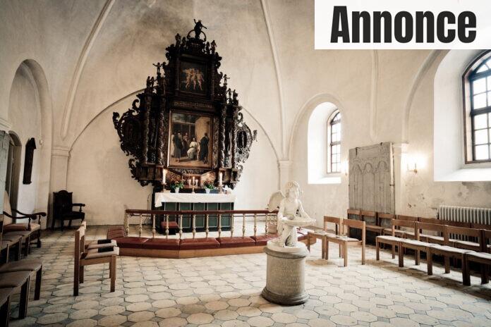 Kirke med alter